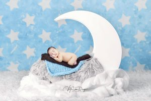 """""""I love you to the moon and Back"""" Baby Jaime at 2 months old  #vasandiegocreativ..."""