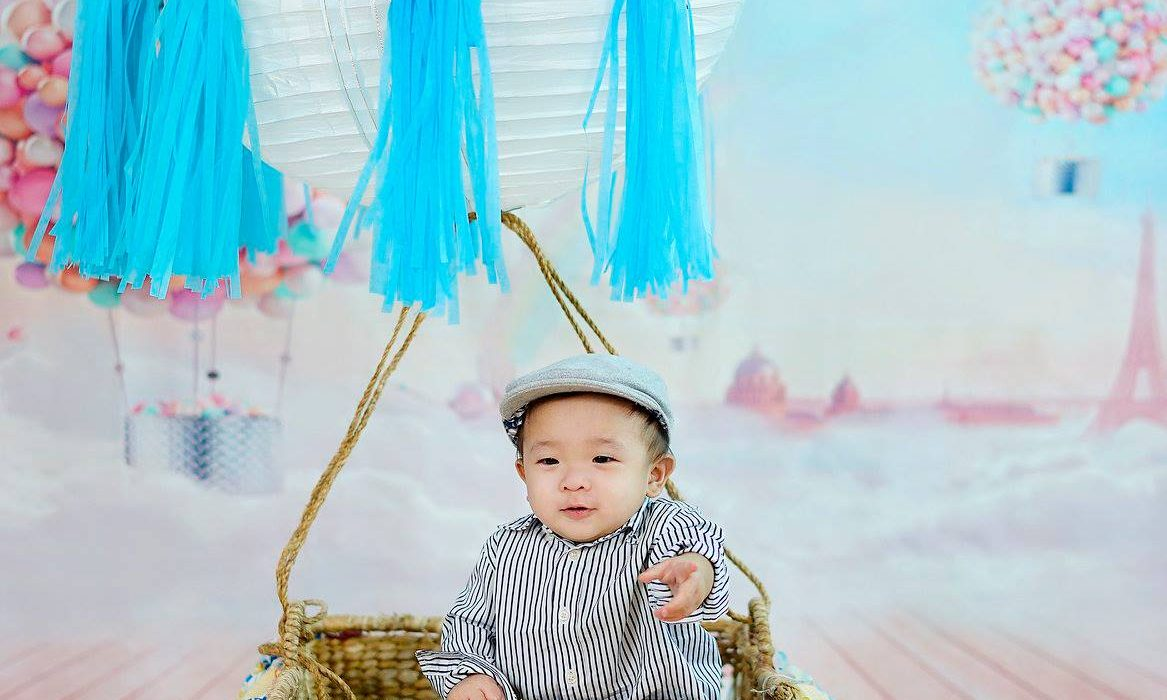 Up, up above the sky! Up, up and away! Fly high with our cute little captain; Fl...