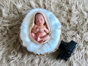 7 days old baby girl :) #iphoneshoot #newbornphotography #inpa #vasandiegostudio...