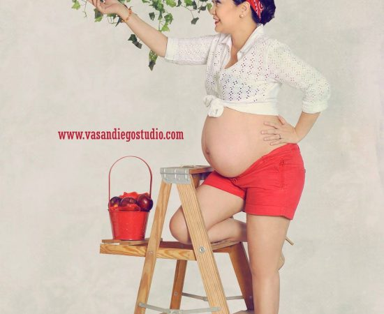Because your the apple in my eye and the baby on your belly   #maternityshoot #V...
