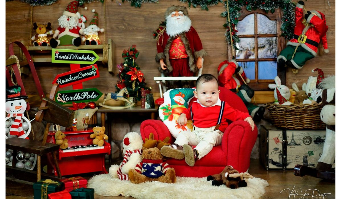 Here's a preview of our Christmas Kiddie Session with the super cute baby Graeso...