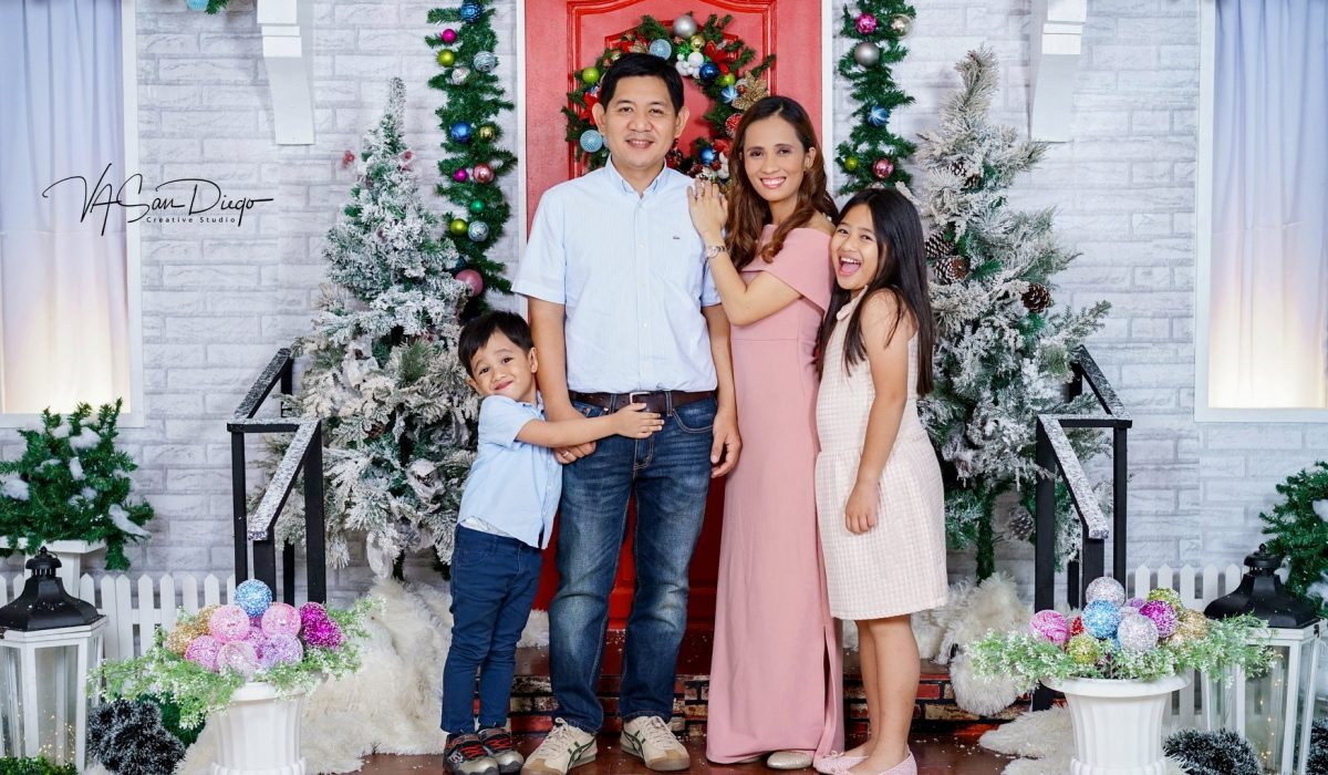 2nd day of Family Christmas mini session done! <3   Loved to see those smiles...
