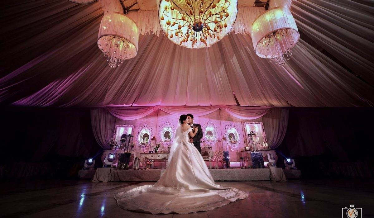 The Wedding of Alvin and Jenalyn  Decors and Coordination by : Noel Tanza of Gol...